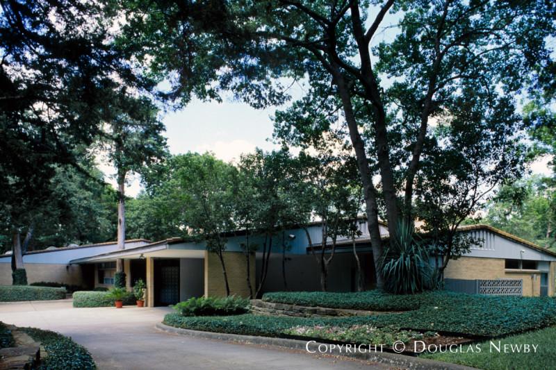 Kessler Park Home sitting on 2 Acres