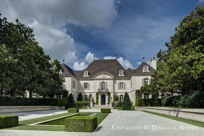 Front motor court in the Crespi Hicks Estate for Sale