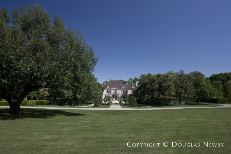 Front Courtyard of the Crespi Hicks Estate in Dallas, Texas