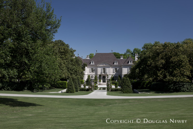 Front Courtyard of the Crespi Hicks Estate in the Preston Hollow Neighborhood