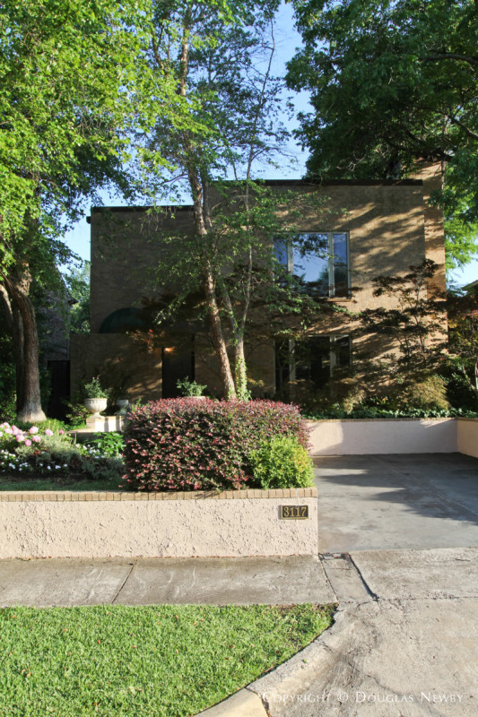 Contemporary Real Estate in Highland Park