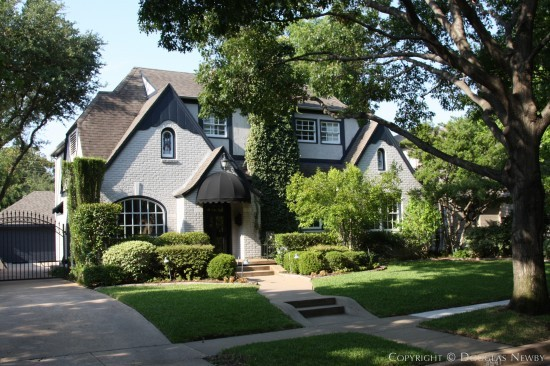 Residence in Highland Park - 4541 South Versailles Avenue