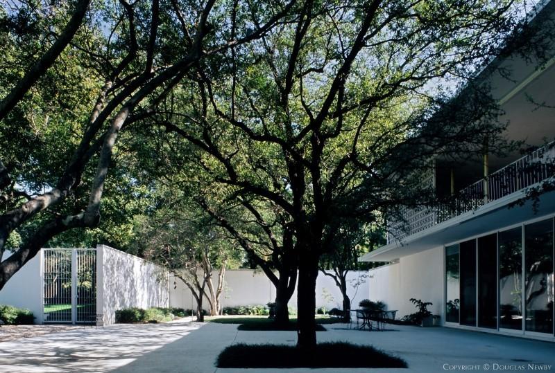 Courtyard of Edward Durell Stone Designed Home