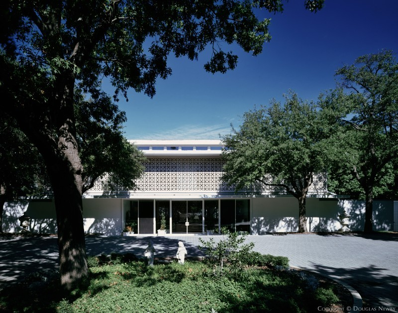 Architecturally Significant Home by Edward Durell Stone