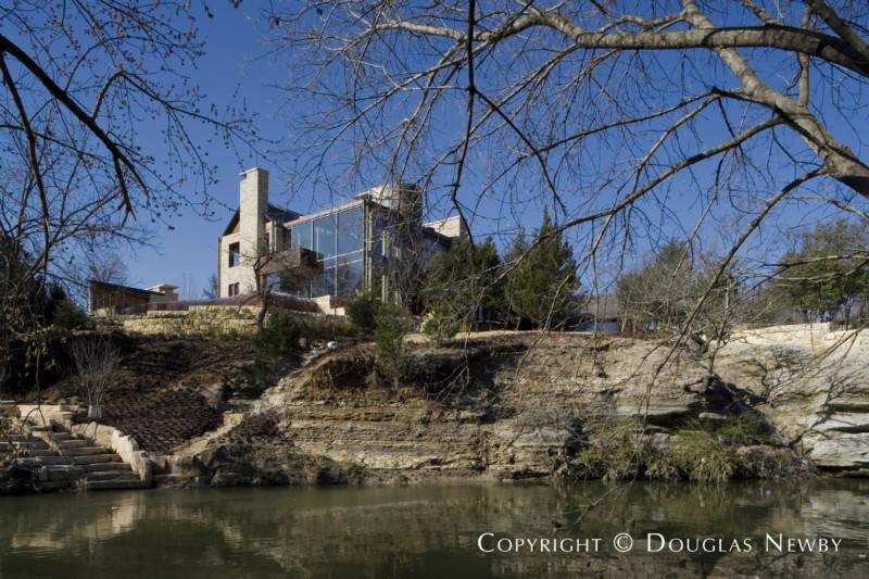Contemporary Home Found on Bluff in Glen Abbey Neighborhood