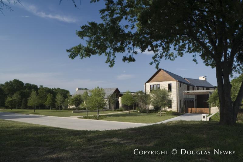 Front Facade of Home in the Glen Abbey Neighborhood in Dallas, Texas