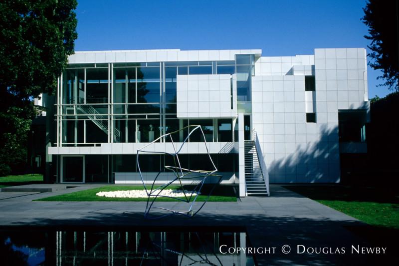 architect richard meier designed modern home in preston hollow - Richard Meier Homes