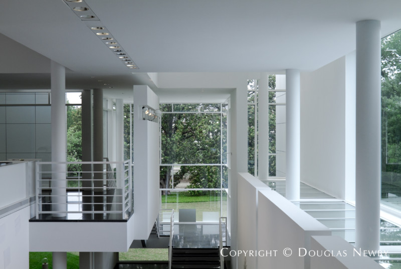 architect richard meier designed modern home in preston hollow - Richard Meier Homes