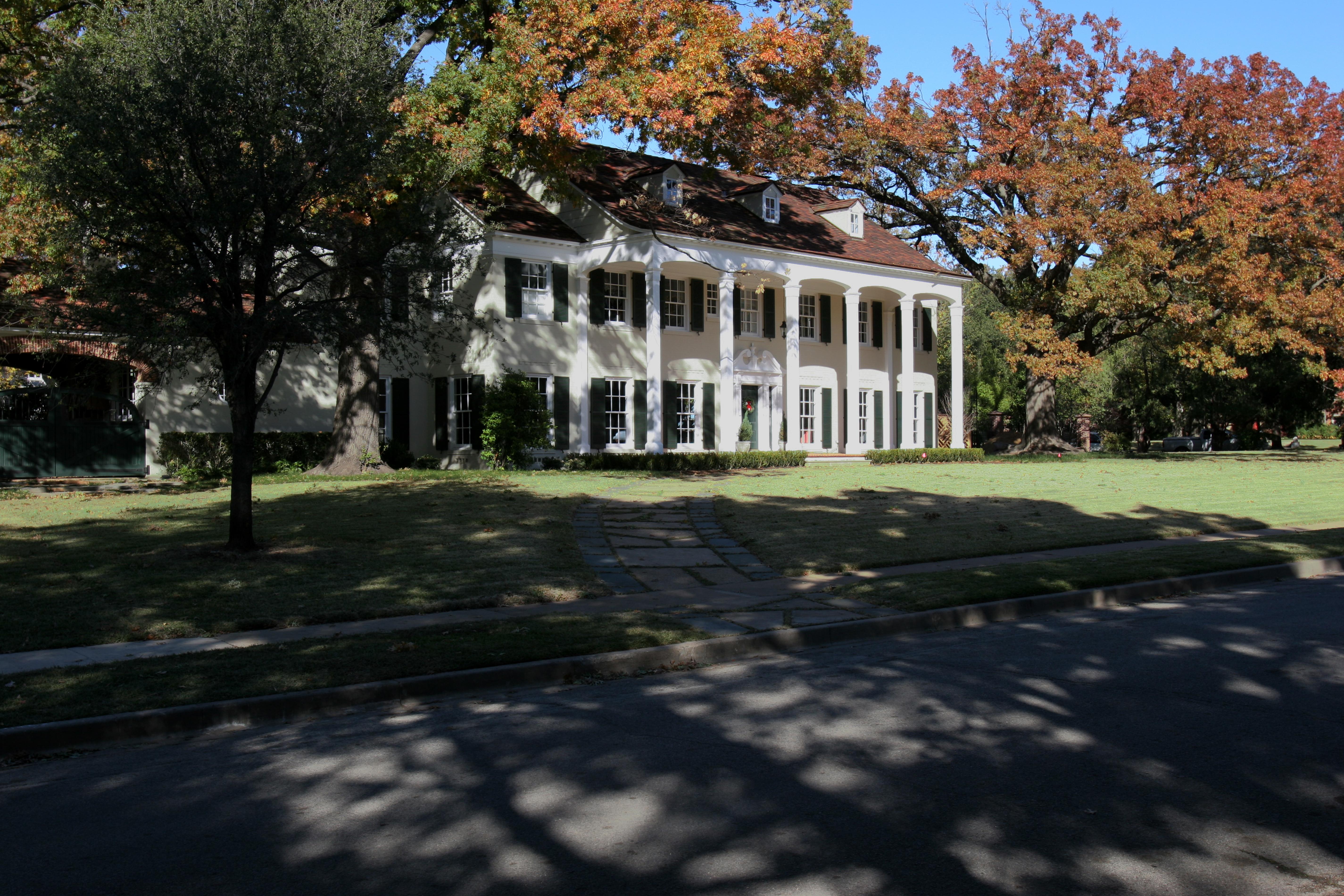 Highland Park Home sitting on 0.96 Acres
