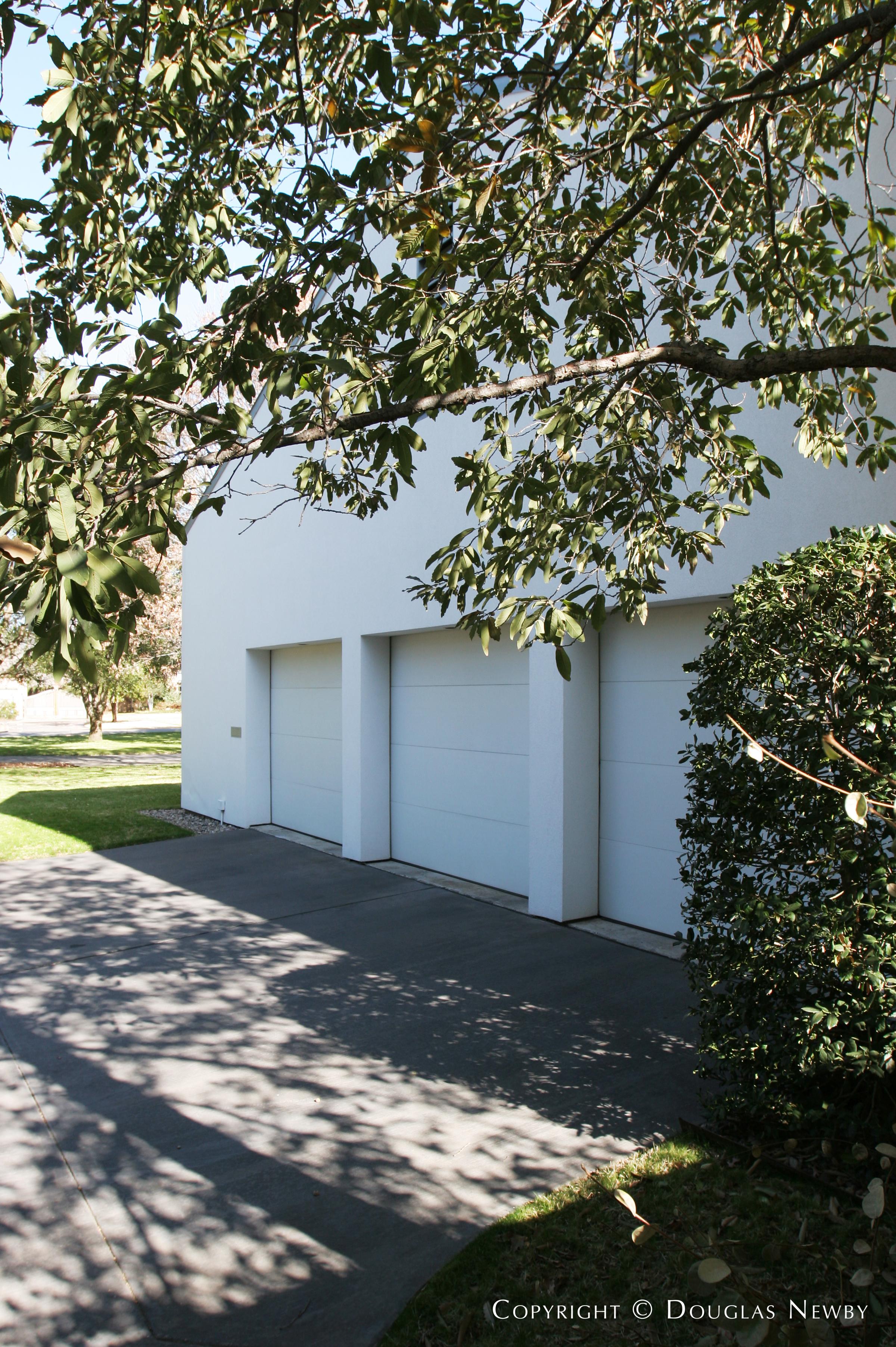 Preston Hollow Modern Home sitting on 0.7 Acres