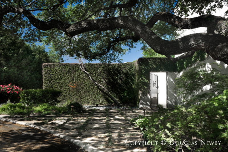 Architect Frank Welch Designed Modern Home in Bent Tree