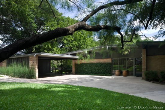 Architect joseph gordon designed mid century modern home for Modern houses for sale in dallas