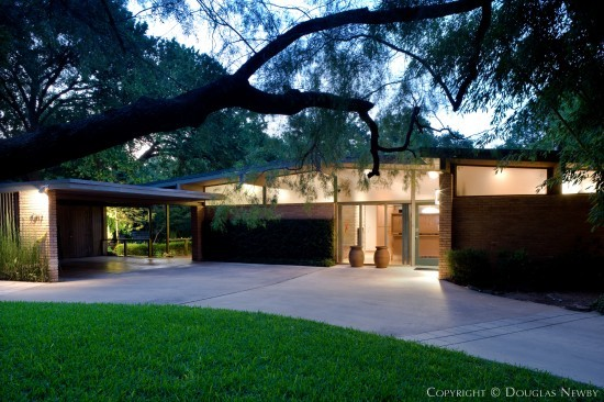 Mid century home at 7019 delrose avenue dallas texas for Contemporary houses in dallas for sale