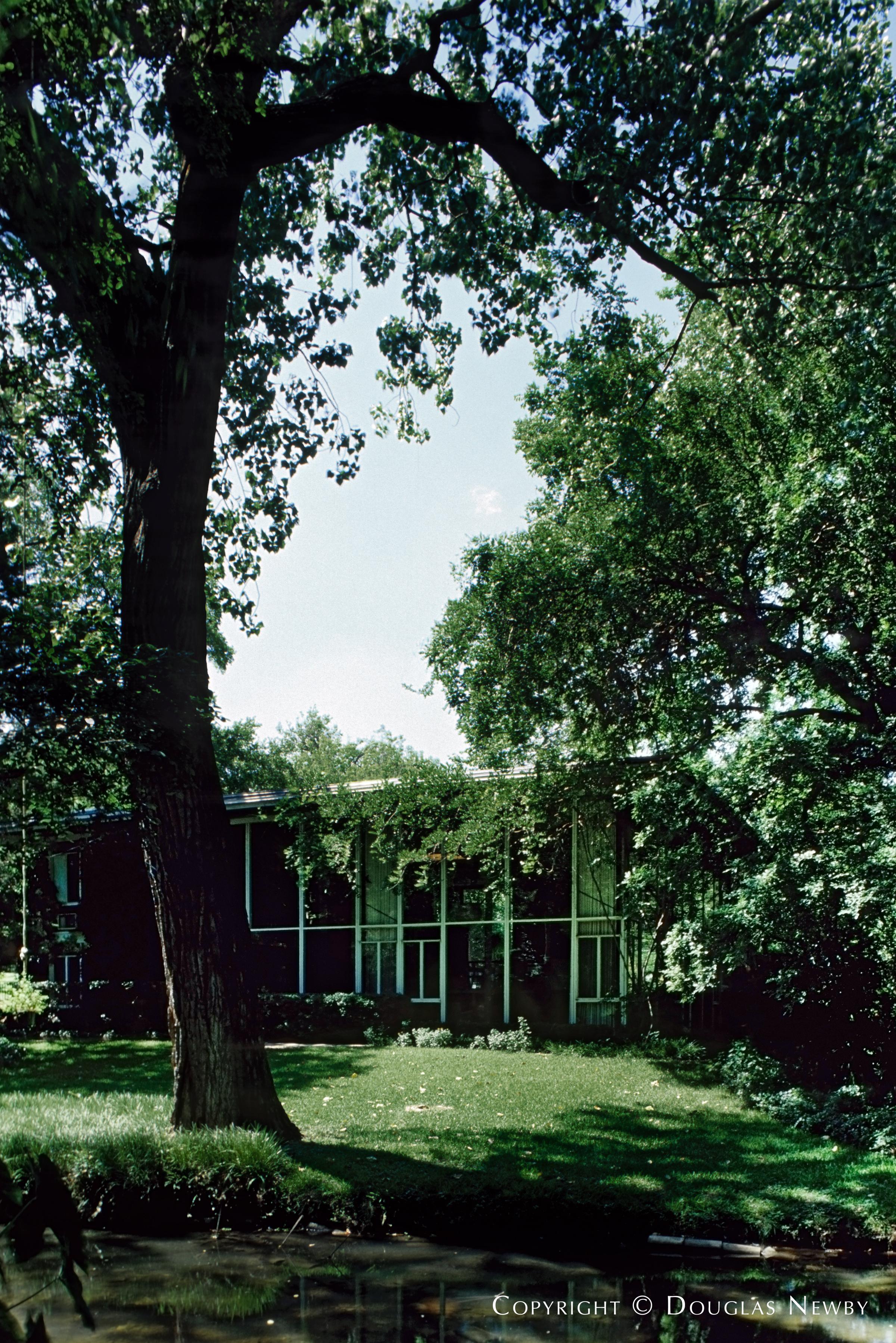 Highland Park Texas Modern Home sitting on 1.43 Acres