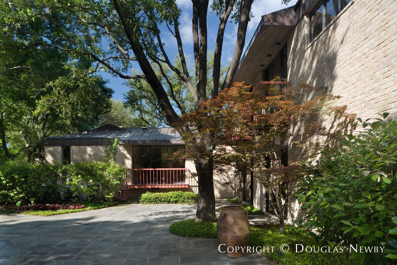 Preston Hollow Modern Home sitting on 2.632 Acres