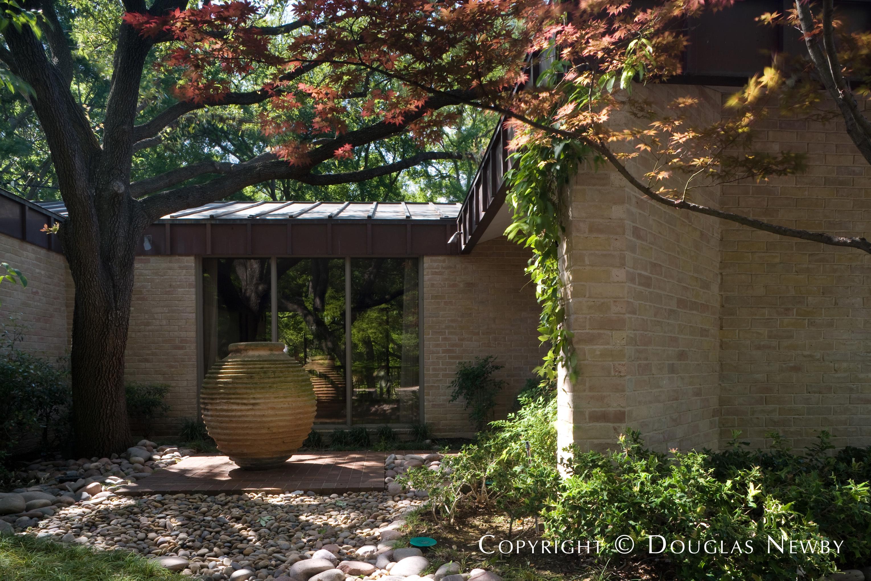 Texas Modern Real Estate in Preston Hollow