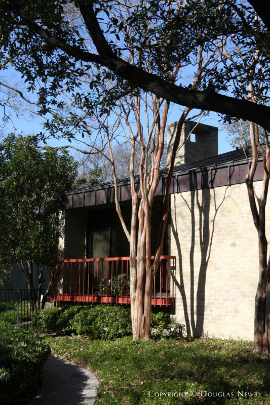 Architect Scott Lyons Designed Texas Modern Home in Preston Hollow