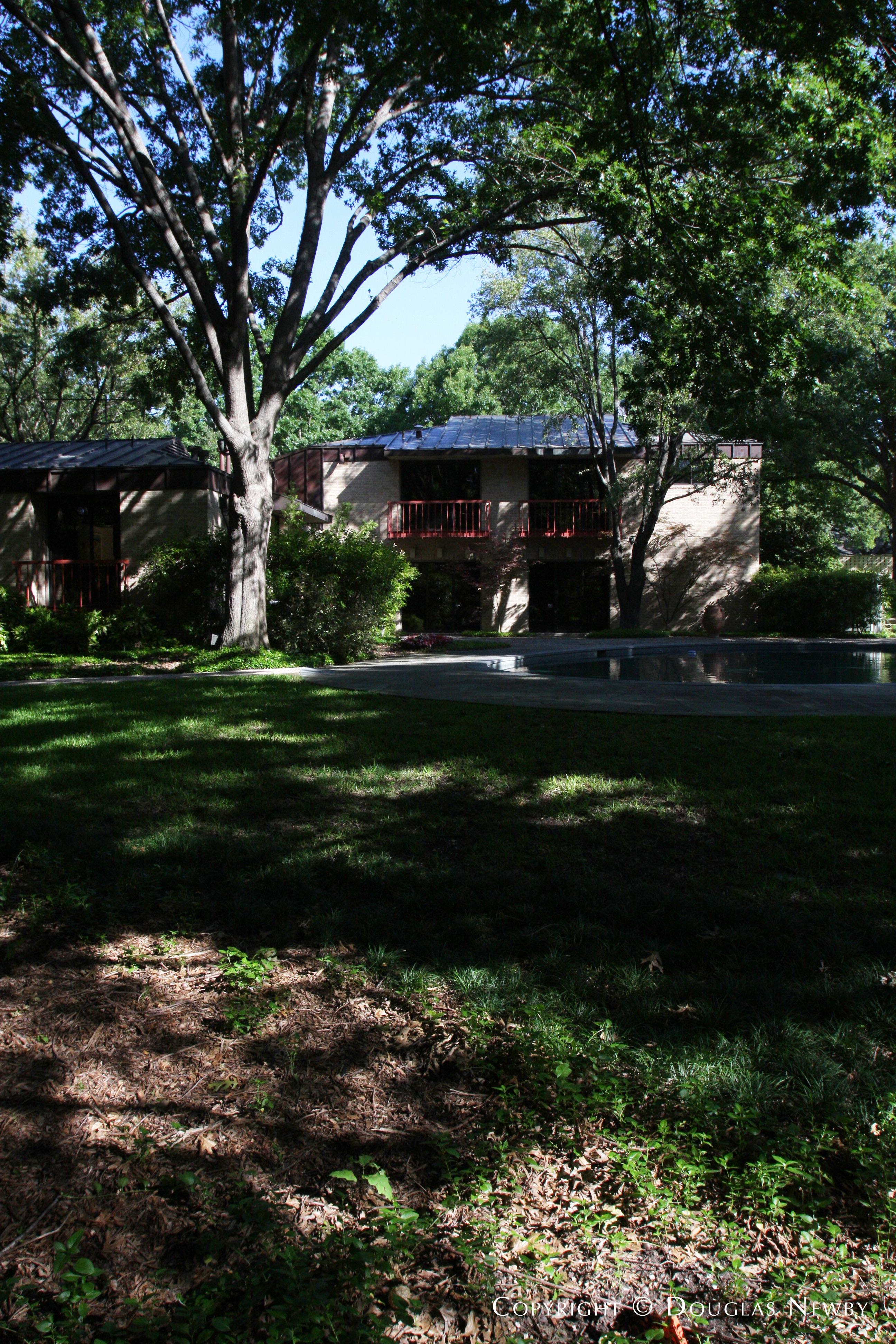 Architect Scott Lyons Designed Home in Preston Hollow