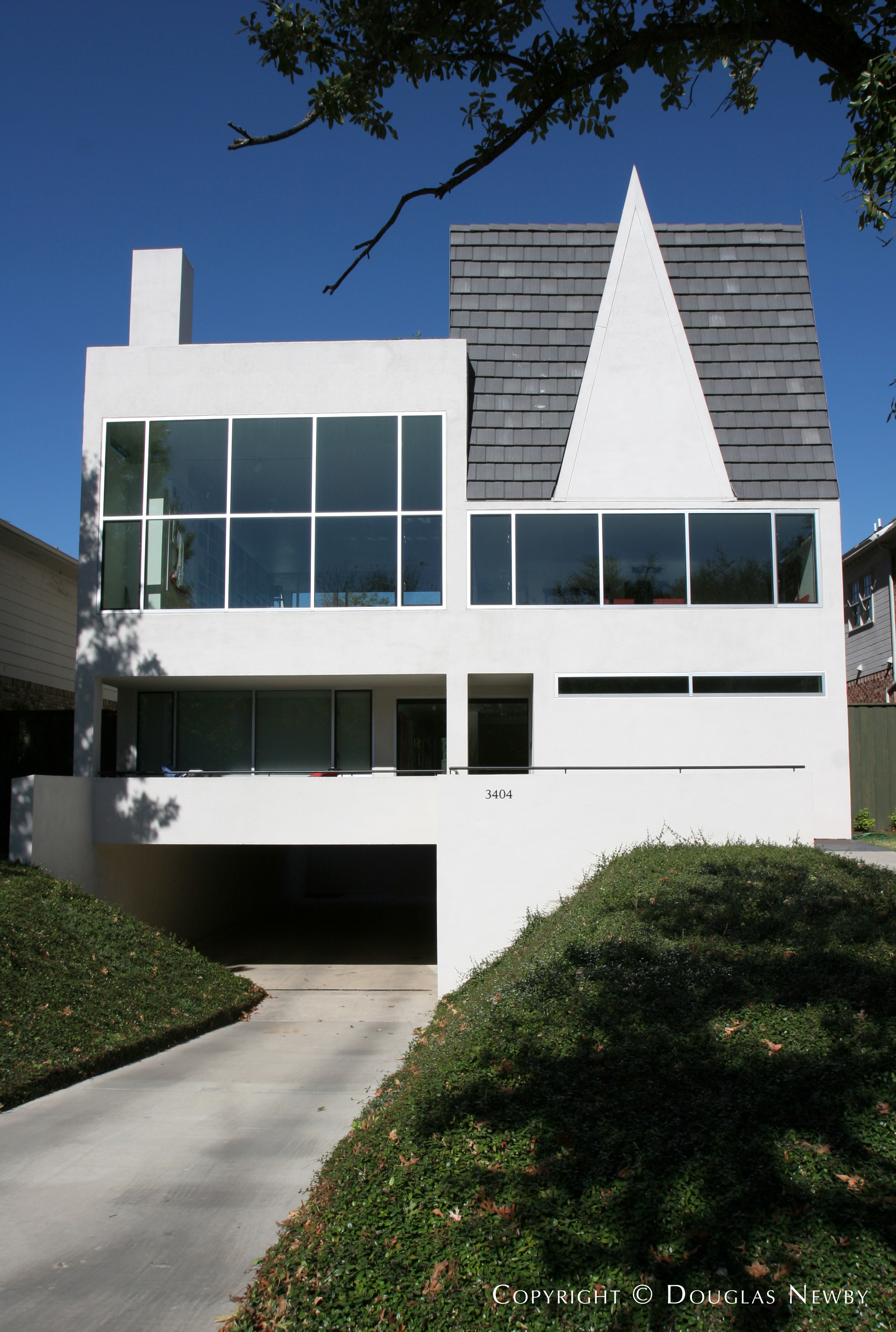 Highland Park Modern Home sitting on 0.1766 Acres