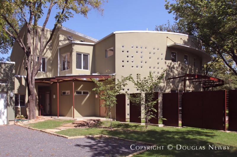 Modern Bluffview Area Neighborhood Home