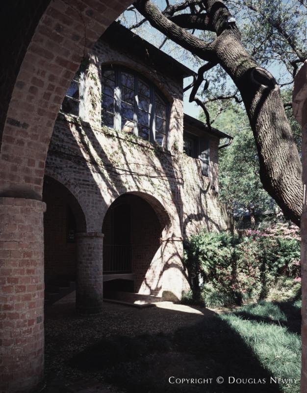 Architect David R. Williams Designed Texas Modern Home in Highland Park