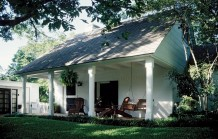 Significant Early Texas Modern Residence Designed by Architect O&#039;Neil Ford - 4715 Watauga Road