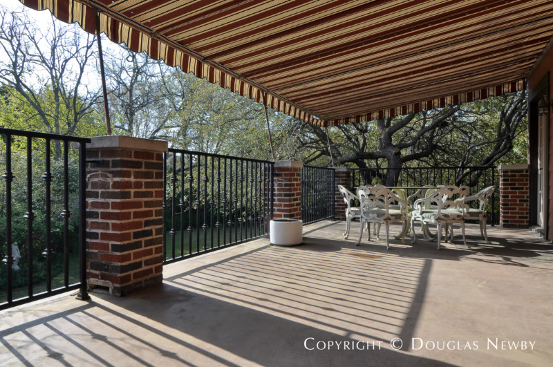 Second floor terrace off master bedroom photograph 28247 for Terrace 2nd floor
