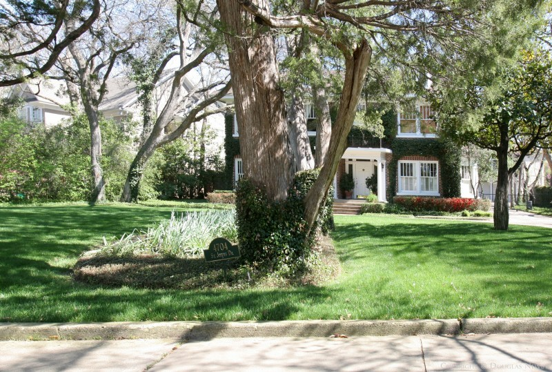 Highland Park Home sitting on 0.51 Acres