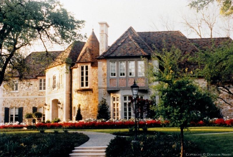 Highland Park Home sitting on 0.88 Acres