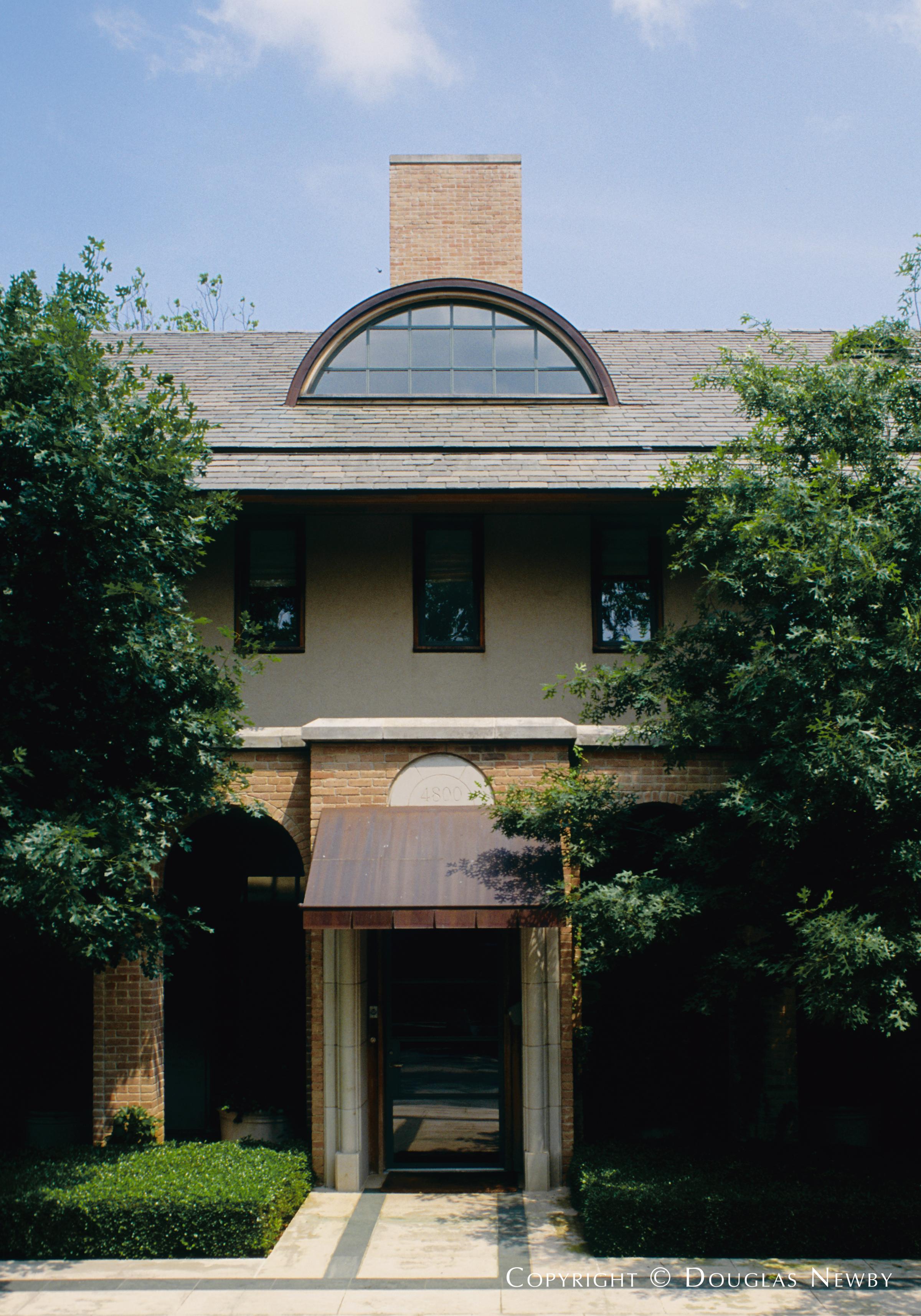 Highland Park Home sitting on 0.918 Acres