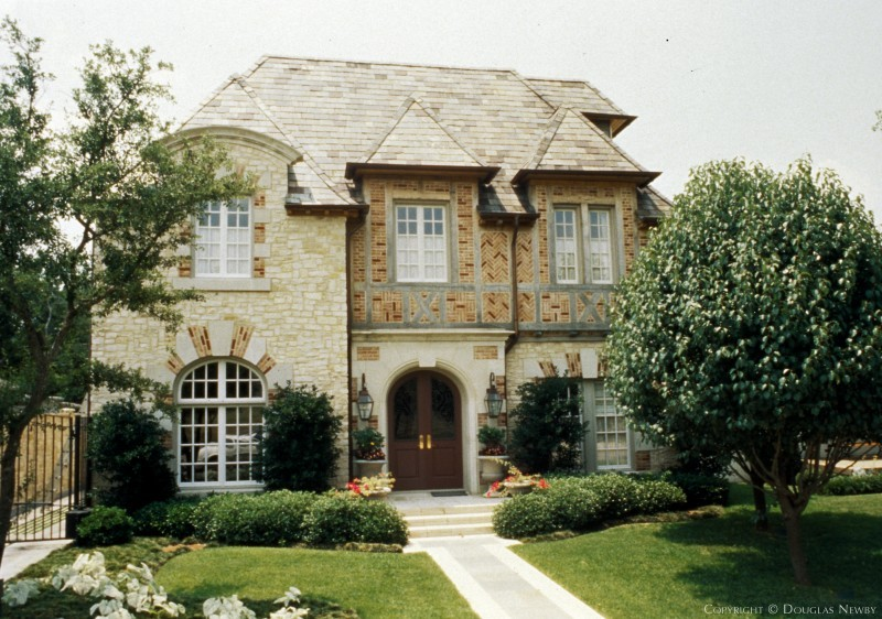 Highland Park Home sitting on 0.17 Acres