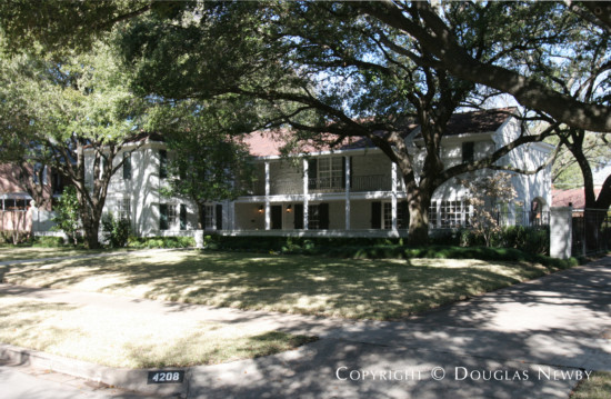 Home Designed by Architect Hal O. Yoakum - 4208 Belclaire Avenue