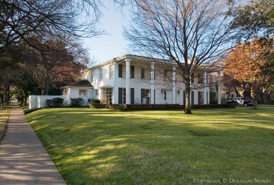 architect e a sibley designed residence in highland park neighborhood 4201 beverly drive. Black Bedroom Furniture Sets. Home Design Ideas