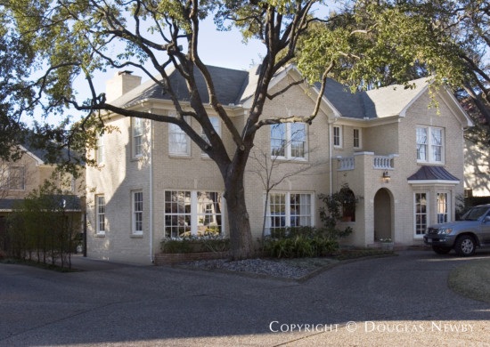 House in Highland Park - 4209 Versailles Avenue