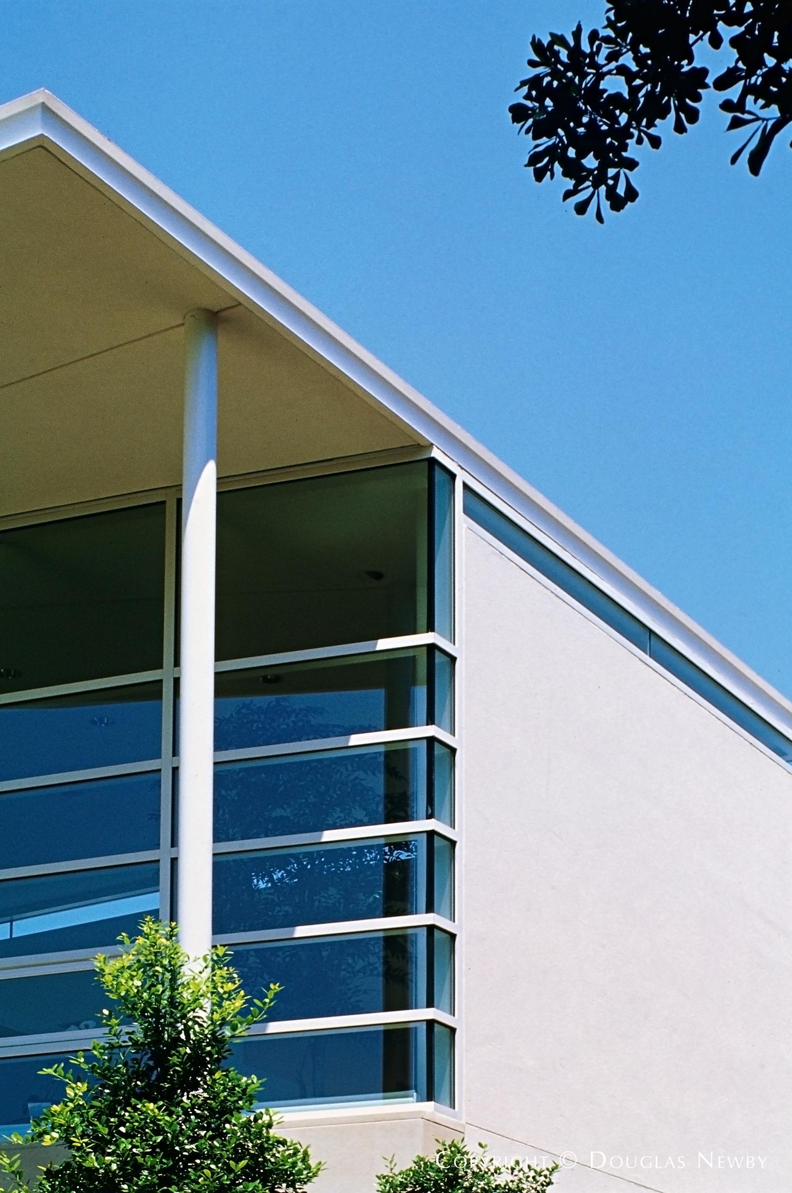 Architect Morrison-Seifert-Murphy Designed Modern Home in Highland Park