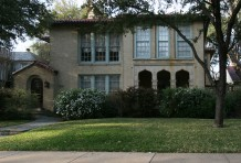 House in Highland Park - 4540 Fairway Avenue
