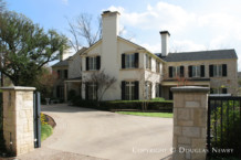 Residence in Preston Hollow - 5300 Deloache Avenue