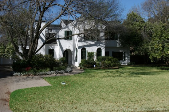 House in Preston Hollow - 4247 Brookview Drive