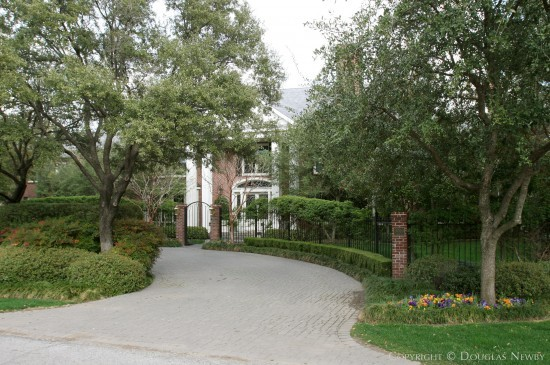 Residence in Preston Hollow - 9750 Hollow Way Road