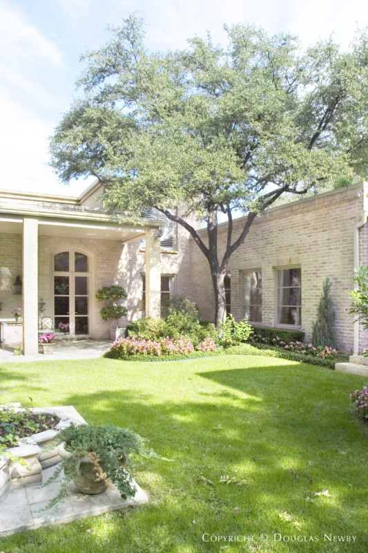 Architect Robbie Fusch Designed Home in Preston Hollow