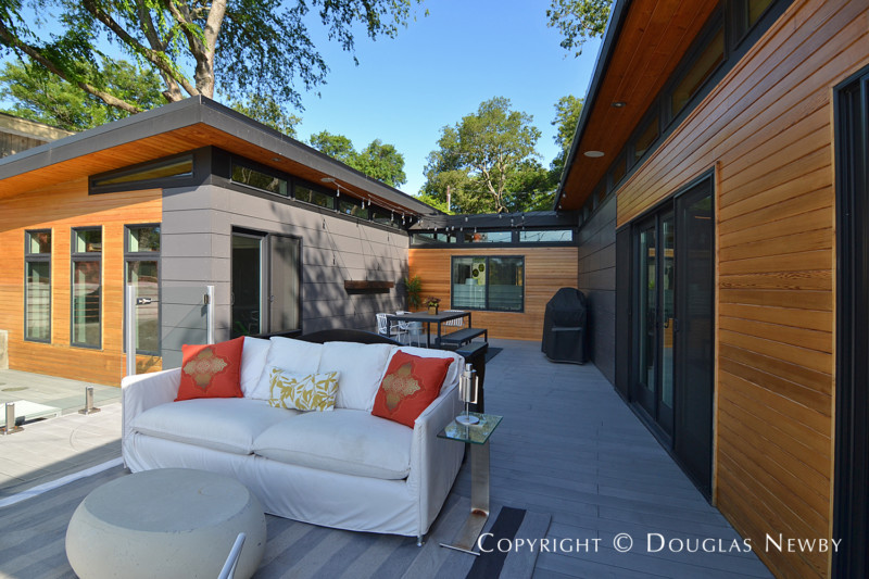 Modern home wraps around terrace photograph 34457 for Modern houses for sale in dallas
