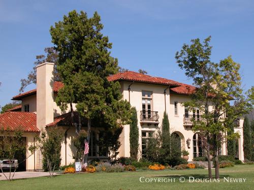 House in Preston Hollow - 6109 Deloache Avenue