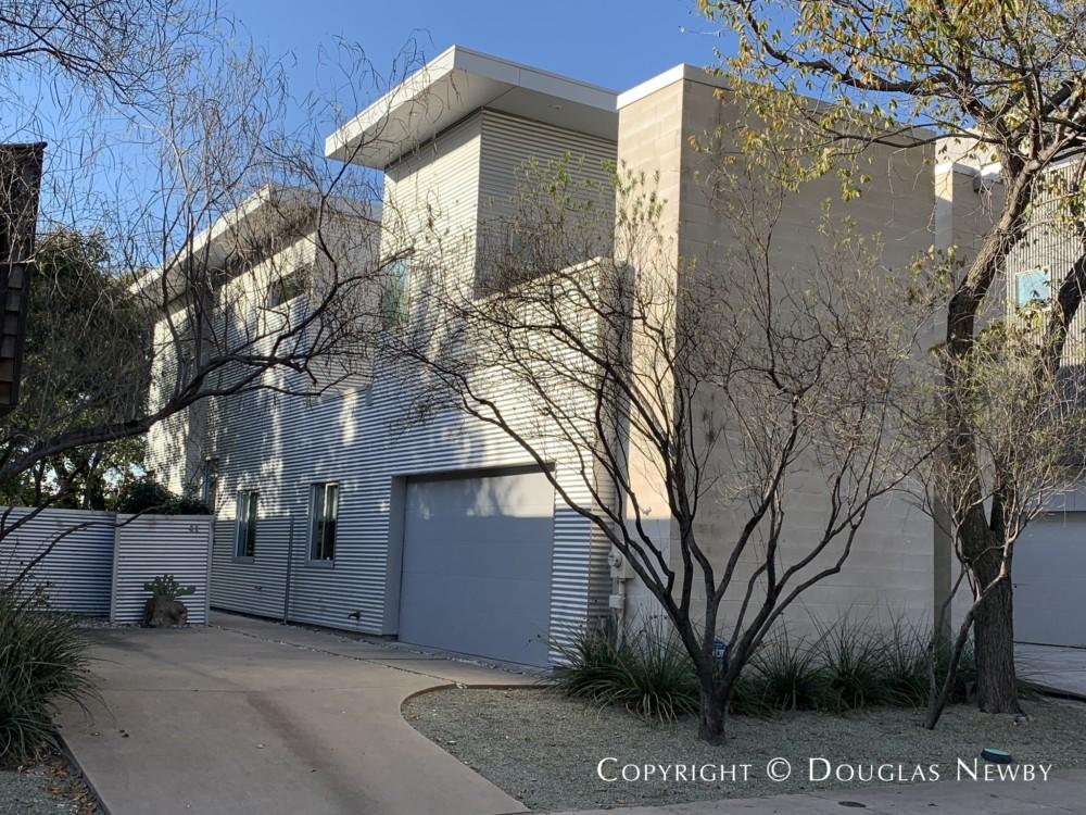Contemporary Home Architect-Designed Thomas Krahenbuhl of TKTR Architects