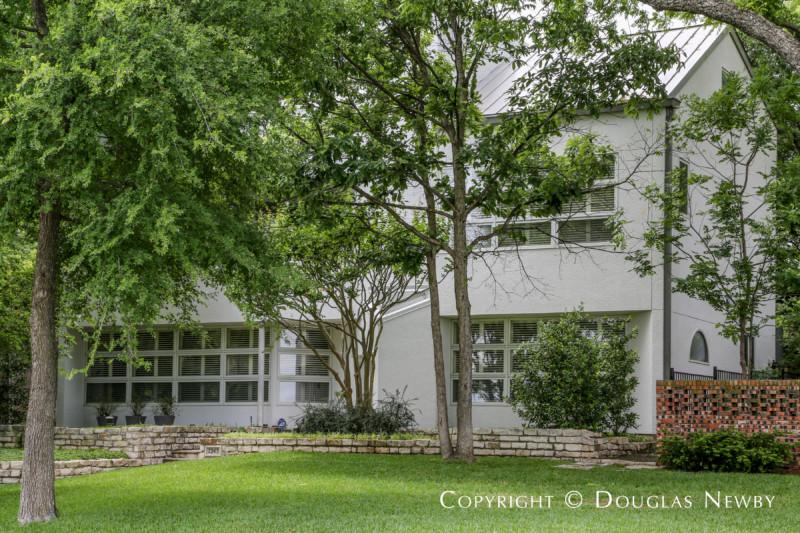 Modern Home on 7243 Tokalon Drive in Dallas