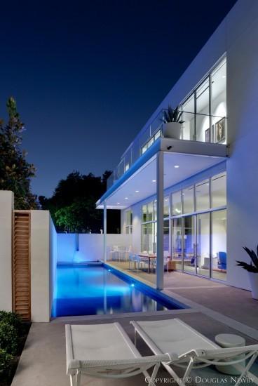 Modern home at 4430 abbott avenue dallas texas for Contemporary home builders dallas